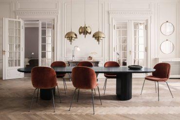 randaccio-mirror_beetle-chair-velluto-641-piping-luca-g066_017_moon-dining-tablel_multi-lite_bestlite-bl1_on